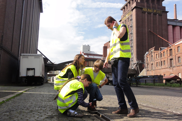 Picture: Guided tour of the Old Bremen Harbour, Image Credit: Hafenmuseum Speicher XI